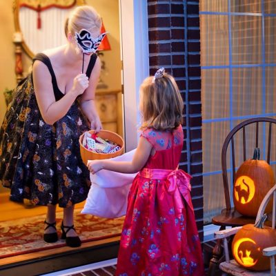 Keep Your Kids Safe This Halloween With These Tips
